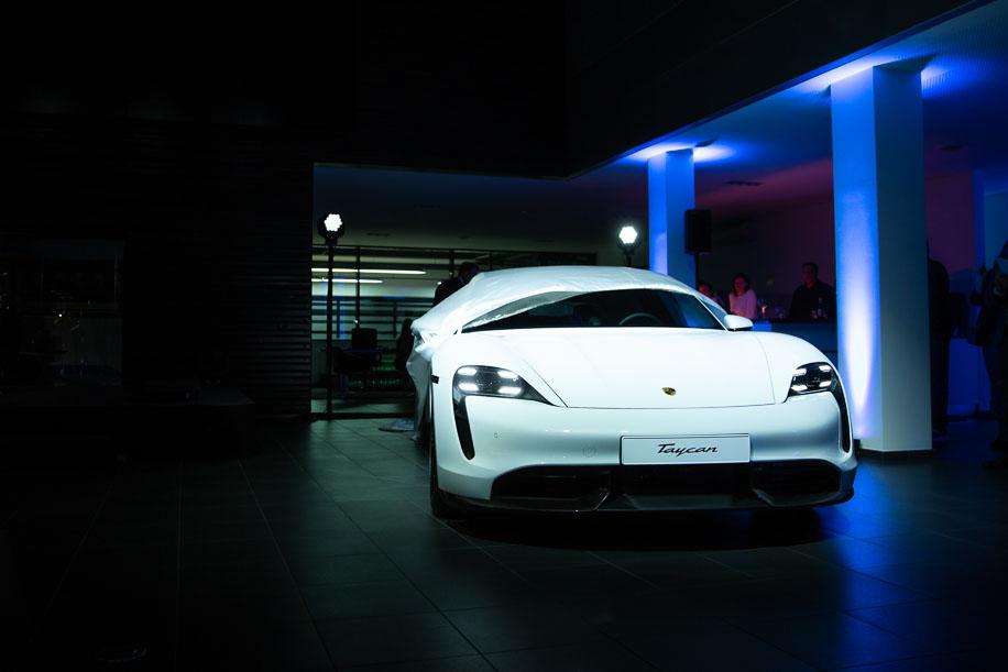 b&b - gelungene Premiere des Porsche Taycan